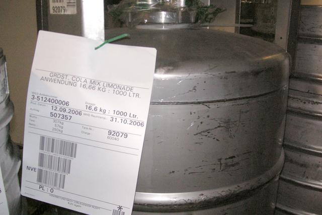 Sichere Identifikation auf Behältern – ohne Schutzhülle und doppelten Boden.